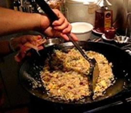 riso alla cantonese in wok